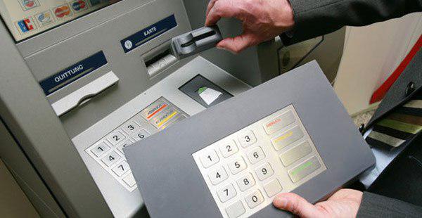 کپی کارت هنگام خرید یا نزد دستگاه خودپرداز – کلاهبرداری با اسکیمر